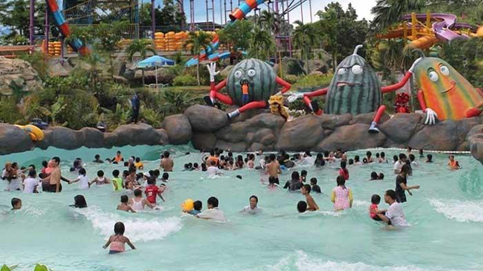 Wave Pool Water Kingdom