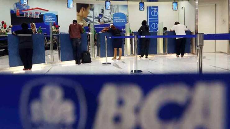 6. Datang ke Kantor Cabang Bank BCA